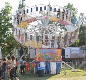 Large.Carnival.Ride-RoundUp